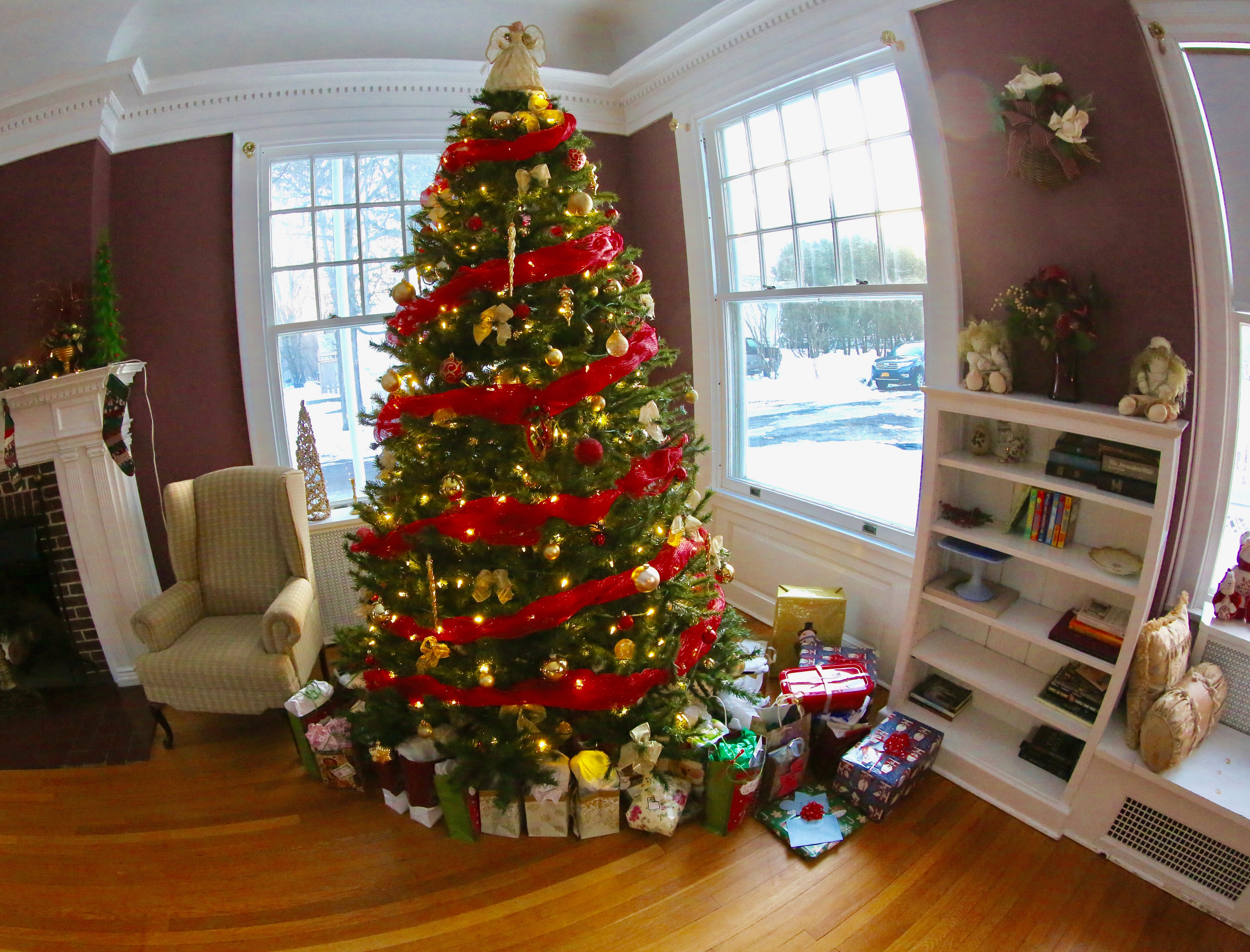 The Mansion Christmas Journal: Your Presents Under The Tree - Bedlam ...